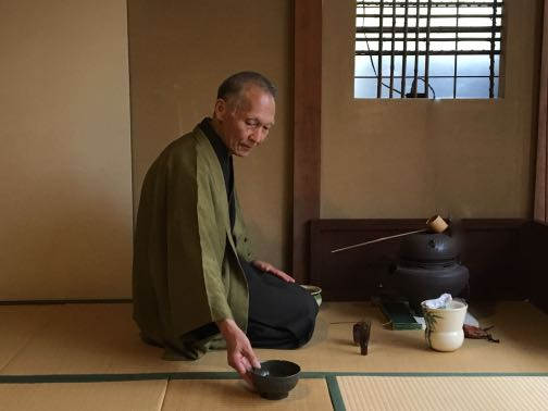 Steve Harrison作抹茶碗での茶の稽古